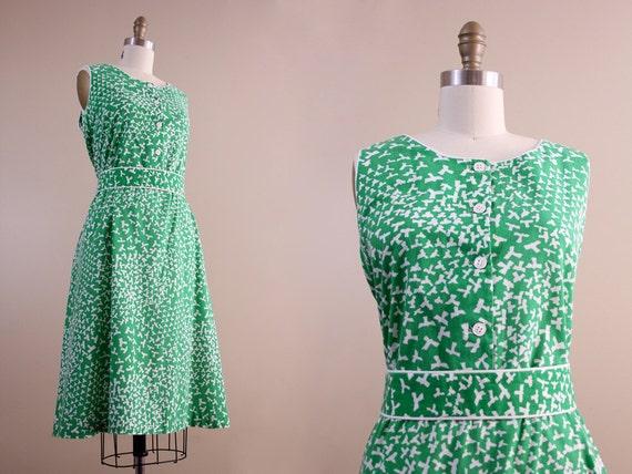 1960s dress / vintage green & white BIRDS plus size dress // XL