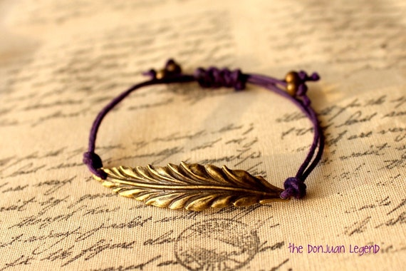 Free spirit - Feather adjustable bracelet in dark purple