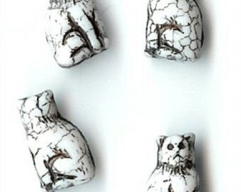 White Sitting Cat Glass Beads, 15mm