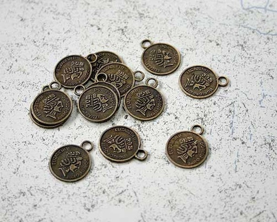 100pcs Charms Antiqued Brass Pewter 15mm Elizabeth II Coin