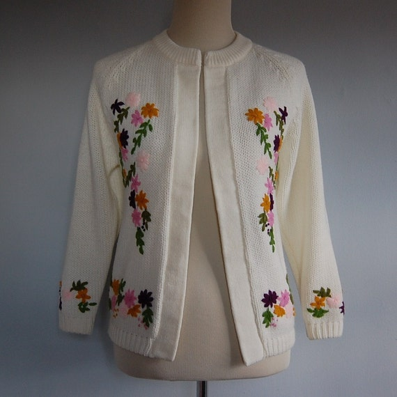 1970s EMBROIDERED FLOWERS knitted cardigan