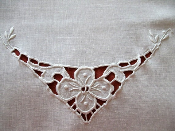 Vintage Whitework Linen Runner Embroidered Cutwork Centerpiece