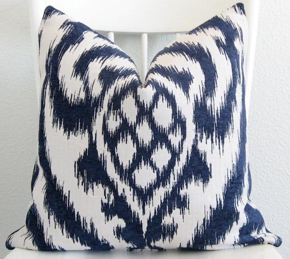 Decorative pillow cover - Throw pillow - Ikat pillow - 20x20 - Ikat - off-White - Blue