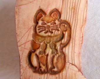 Faux Bone Polymer Clay Lucky Cat Pin