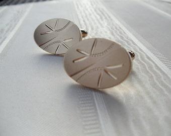 Vintage Cufflinks, Men's Jewellry, Men's Accessories, Oval Shape, Etched Design