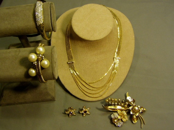 Vintage 1940s to 1960s Yellow Gold Tone Rhinestone Bracelets Brooch Necklace Earrings 1268
