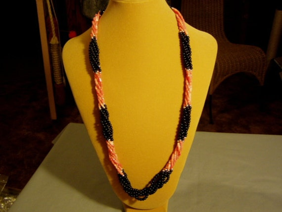 """Vintage 1980s 28"""" Twisted Strands Black Onyx & Coral Bead Necklace  2256"""