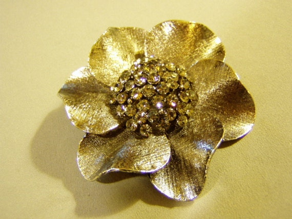 Vintage 1960s Antiqued Silver Tone Rhinestone Lg Flower Daisy Pin 3118