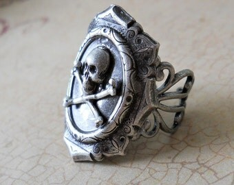 Goth Skull Ring ORIGINAL EXCLUSIVE DESIGN-Unisex-Steampunk Chic