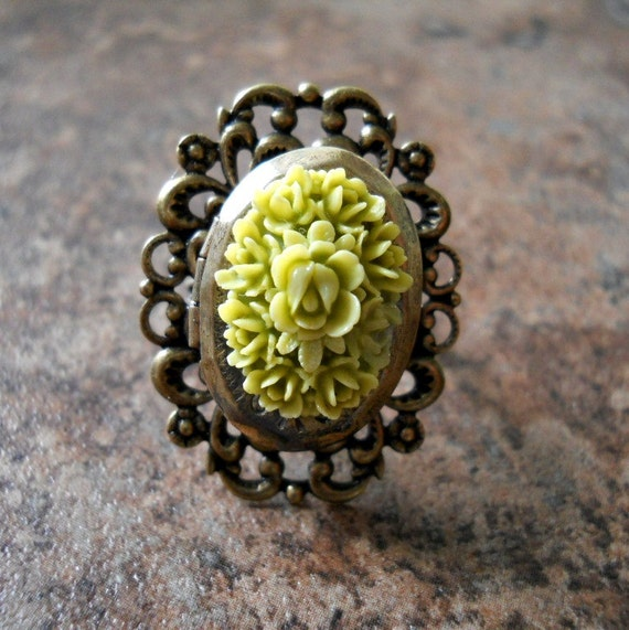 Victorian Floral Poison Locket Ring LAST ONE