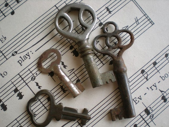 Vintage 4pc Skeleton Keys Brass Silver
