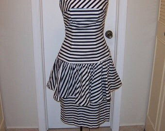 Cute Strapless 1980s Dress