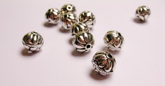 Silver color  beads hypoallergenic 10 pcs flower patern