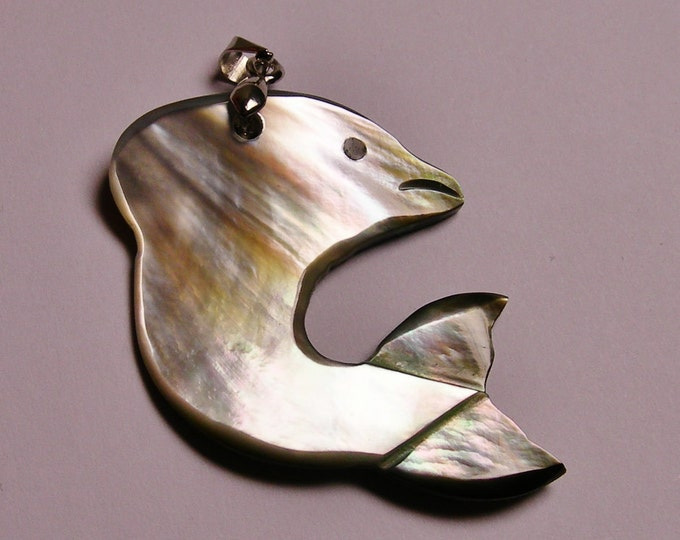 Dolphin - Mother of pearl Shell pendant - 1 pcs bail included - SP-7