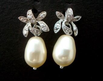 Ivory swarovski Pearl Earrings Bridal rhinestone Earrings Bridal stud Earrings swarovski pearl Wedding Pearl Earrings vintage style  GAIL