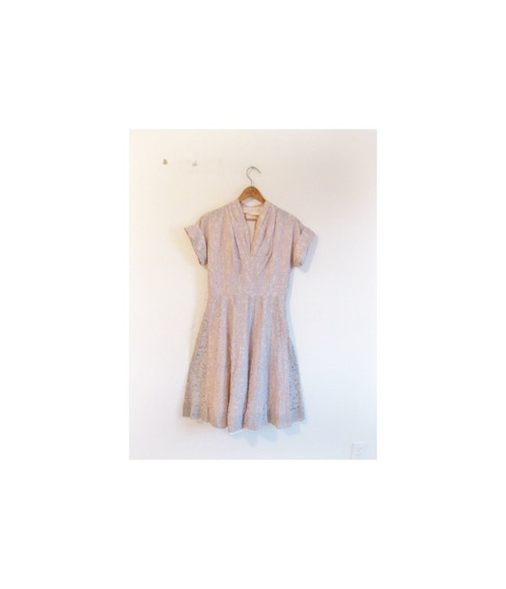 Cyber Monday SALE . . 1930s-1940s LOVELY classic lace dress