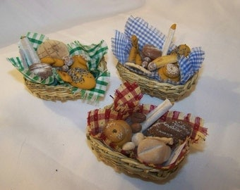 Dolls House Miniatures - 1/12th BASKET of MIXED BREADS x1 - Assorted