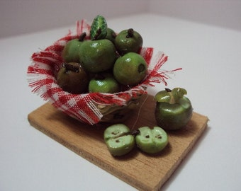 Dolls House Miniatures - 1/12th Apple Basket