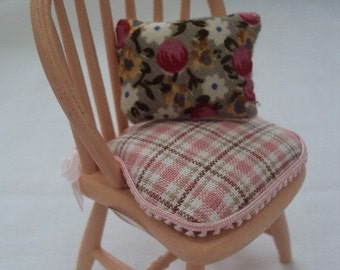 DOLLS HOUSE MINIATURES - PAINTED CHAIR