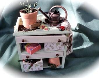 DOLLS HOUSE MINIATURES - 1/12th Gardeners Potting bench