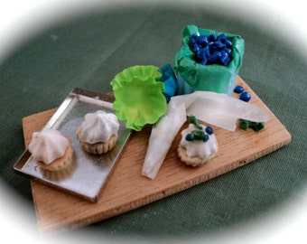 """DOLLS HOUSE MINIATURES - 1/12th Bonnies """"Making Blueberry Cup Cakes"""""""