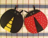 SALE- PDF ePattern--Ladybug and Bee Pot Holders-Pot Pinchers
