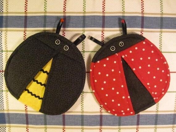 SALE- PDF ePattern--Ladybug and Bee Pot Holders-Pot Pinchers