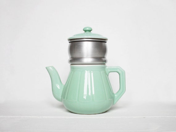 Coffee maker Art Deco period, Beautiful green coffee pot dating back to the 20's / 30's