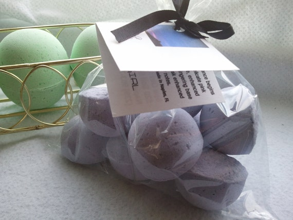 14 bath bombs 1 oz each (Beneath The Stars) type gift bag bath fizzies, great for dry skin, shea, cocoa, 7 ultra rich oils