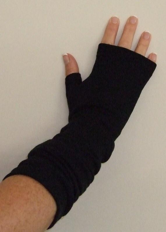 merino slouchy fingerless gloves in black