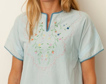 vintage shirt blue embroidered flowers short sleeved deadstock vintage blouse Size XS