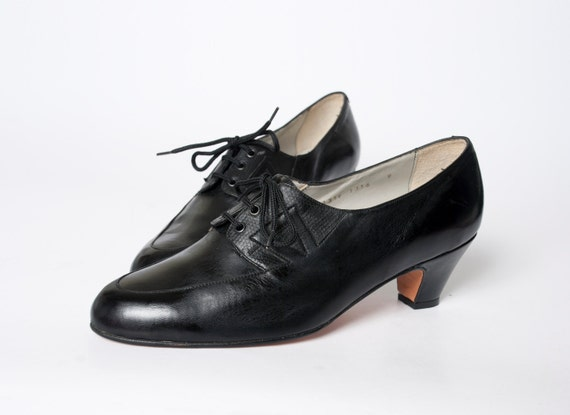 Size 9 Black leather Shoes laced up Dead Stock Vintage