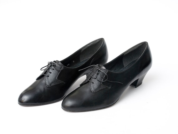 Size 9.5 Black leather Shoes laced up Dead Stock Vintage