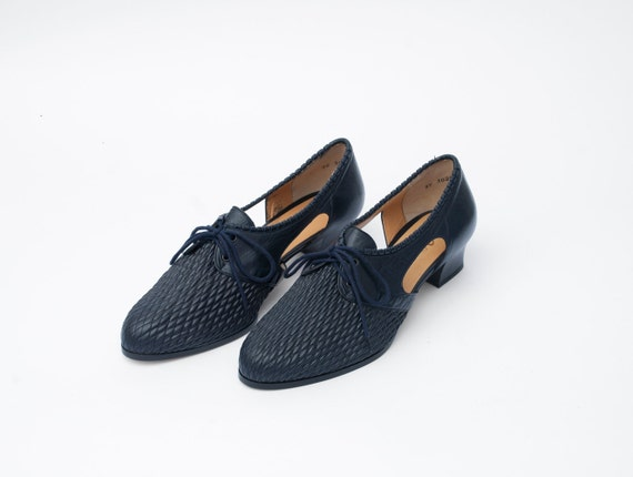 Size 9.5 wide Navy blue elastic and leather Shoes laced up Dead Stock Vintage