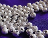 25 4mm Silver Stardust Round Spacer Beads M54-25