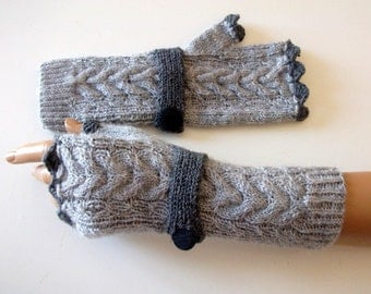 Fingerless Mittens-Cable Knit Fingerless Gloves-Light gray fingerless gloves with a strap