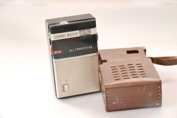 Vintage Channel Master Transistor Radio , WORKS, w/ Case Model 6503