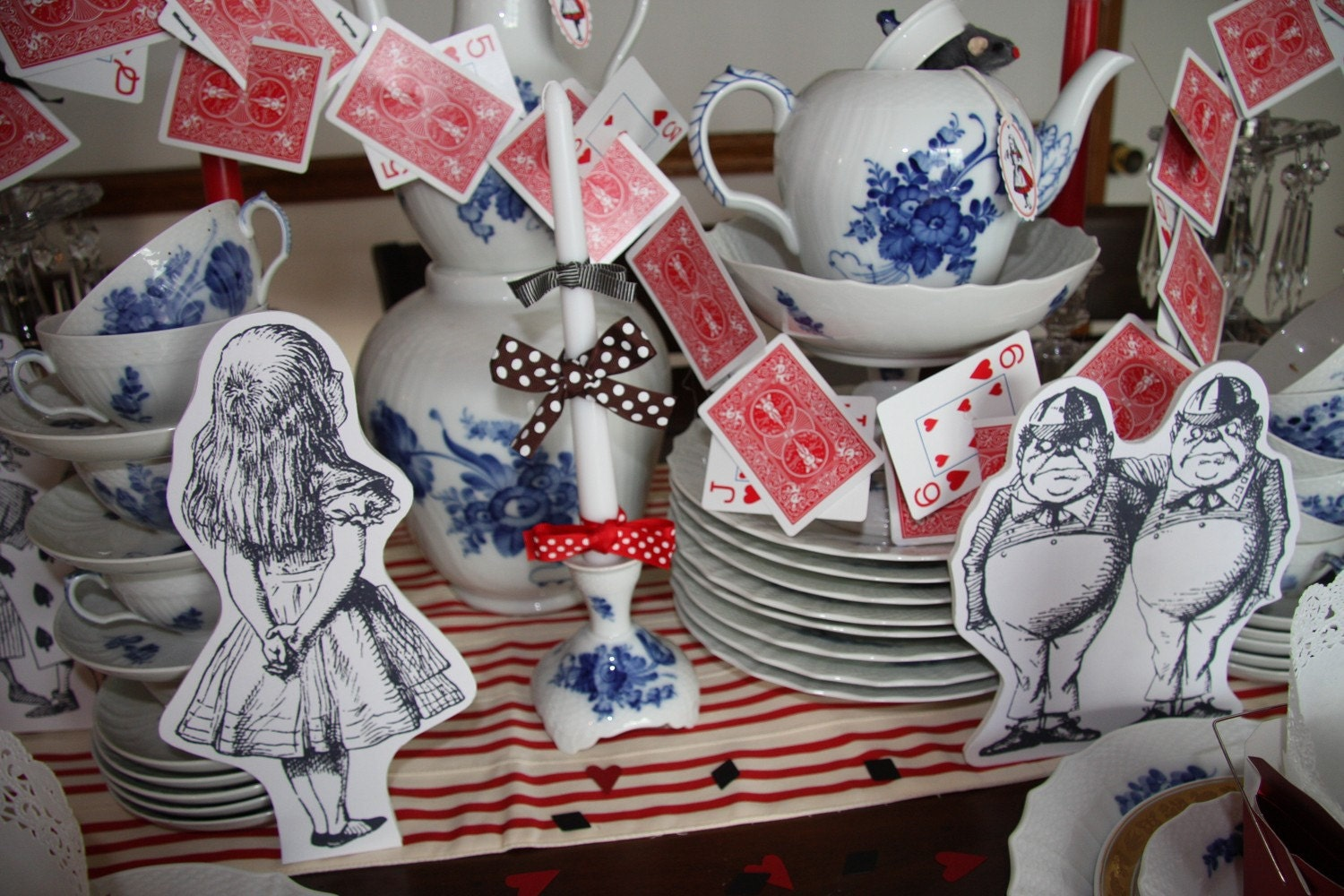 Alice and wonderland prop characters and card garland party - Alice in wonderland tea party decorations ...