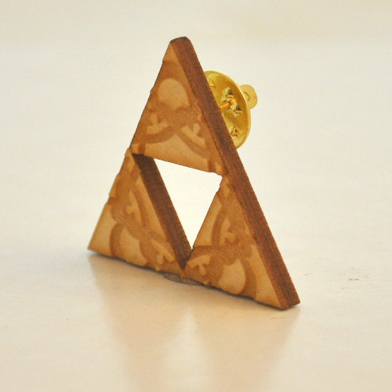 Zelda Triforce birchwood brooch fanart triangle geometric with lace engraving