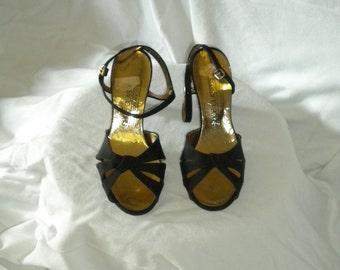 Vintage 70s Shoe // Peau De Soie-Like Sandal, 5 1/2 M