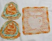 Three Vintage Gold Hand Crochet Pot Holders Hot Pads Apple Motif
