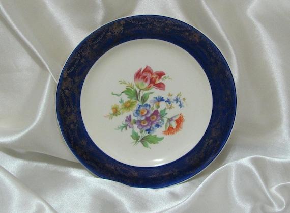 Six Inch Vintage Royal Stetson China 22 Kt Gold Trim Floral