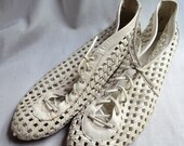Open-weave white leather booties 10M