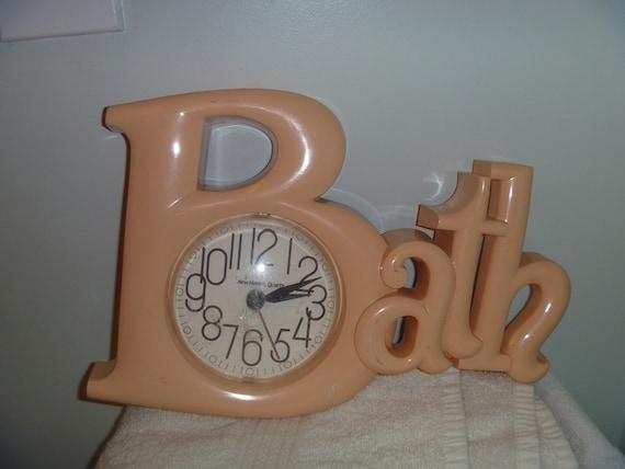 """Vintage 1980's Modern Peach bubble Letters Plastic Quartz """"Bath"""" Clock"""