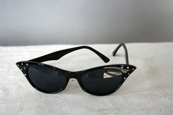 Vintage Cat Eye Sunglasses With Crystals
