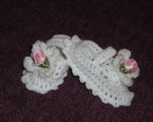 Baby Girl Crochet Mary Jane Booties in White with Rosebuds 0-6 months