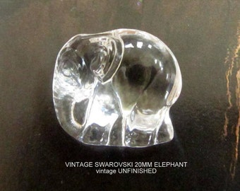 Vintage Swarovski Elephant Crystal Pendant 20mm (1)
