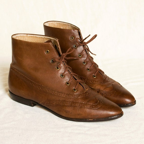 Lace up boots 7. Vintage Pappagallo burgundy brown leather wingtip flat boots.
