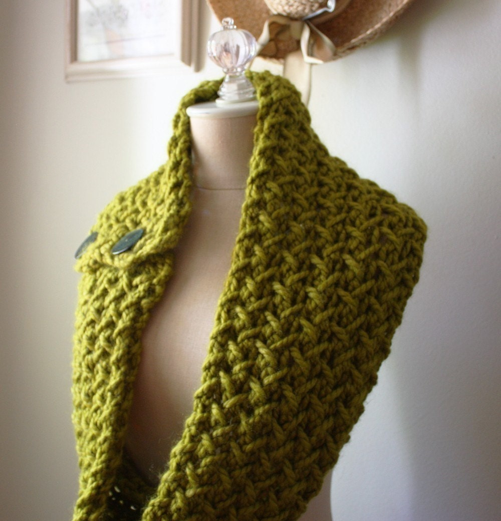 Knitting Cowl Scarf : Knitting pattern cowl scarf chunky oversized textured