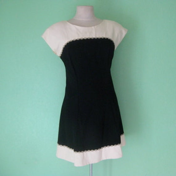 EVERYTHING TEN SALE 80s cream and black dress